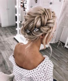 LuxeBrideGuide (@luxebrideguide) • Instagram photos and videos Would you rock this hairstyle down the aisle? Via @i.love.hairstyles Hair @weddstasyuk . . . . . #bride2be #weddinginspirations #bridetobride #weddinghairstyle #weddinghairstyles #weddinghairideas #bridalhairstyle #bridalhairstylist