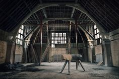 7_photos of abandoned buildings