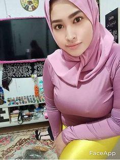 Arab Girls Hijab, Girl Hijab, Muslim Girls, Beautiful Muslim Women, Beautiful Hijab, School Girl Outfit, Girl Outfits, Pinstriping Designs, Indian Girls Images