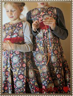 schaut mal, die Mädels beim scooby doo und das in den supersüßen Weihnachtskleidern die ich für sie gezaubert habe :-)