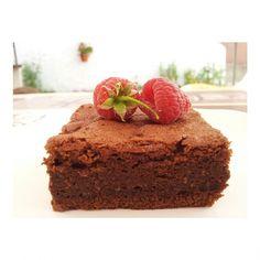 The best chocolate cake ever healthy  Ingredientes: -225 g de chocolate negro sin azúcar -90 g de aceite de coco - Stevia (usad el edulcorante que utilicéis equivalente a mas o menos 175 g de azúcar) -1 cucharada de vainilla -100 g de almendras molidas -6 huevos