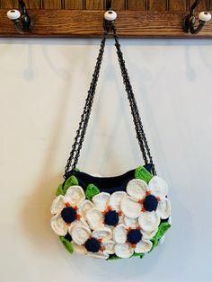 Yvonne Eve Flower Making, Hand Crochet, Crochet Flowers, Different Styles, Flower Power, Eve, Crochet Necklace, Arms, Shoulder Bag