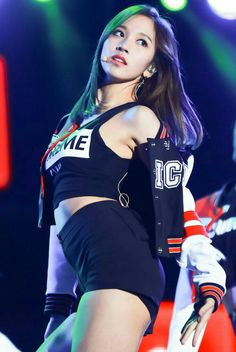 The most seductive TWICE promotion - Sexy K-pop K Pop, Kpop Girl Groups, Korean Girl Groups, Kpop Girls, Nayeon, Charmer Une Femme, Tzuyu Body, Twice Tzuyu, Mode Ulzzang