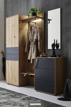 Modern wardrobe in solid core oak, with matt anthracite front - Home Decoration Home Entrance Decor, House Entrance, Entryway Decor, Home Decor, Entrance Ideas, Entrance Hall, Hall Wardrobe, Modern Wardrobe, Entry Furniture