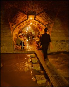 Tea House Under Sio-Seh Pol (Bridge of 33 Arches) Esfahan, Iran