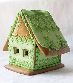 Simple green house - perfect for St. White Gingerbread House, Gingerbread Village, Gingerbread Decorations, Gingerbread Cake, Ginger House, Cookie House, Cookie Decorating, Christmas Cookies, Ornament