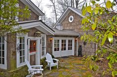 The breeze way patio topped by a cupola is so very charming. lissyparker.com