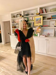 Halloween: Cruella De Vil Costume - Look Linger Love - Look Linger Love // Powered by chloédigital Black Tulle Dress, Black Party Dresses, I Dress, Halloween Costumes Pregnant Women, Pregnancy Costumes, Fascinator Hairstyles, I Love Makeup, Feathered Hairstyles, Playing Dress Up