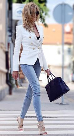 #fall #style White Blazer // Skinny Jeans // Leather Tote // Pumps