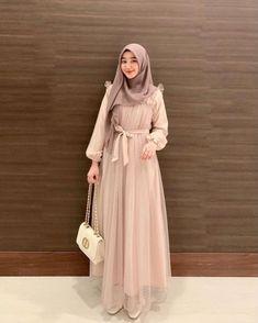 Ootd Hijab, Girl Hijab, Moslem Fashion, Niqab, Modest Dresses, Hijab Fashion, Muslim Family, Bodycon Dress, Bridesmaid