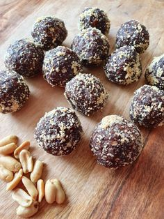 Read our delicious recipe for Healthy Snickers Bliss Balls, a recipe from The Healthy Mummy, which is a safe way to lose weight after having a baby. Healthy Mummy Recipes, Healthy Snacks For Kids, Healthy Baking, Healthy Breakfasts, Healthy Sweets, Eating Healthy, Healthy Food, Clean Eating, Protein Cake
