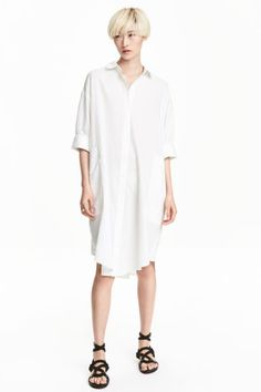 Cotton shirt dress: Shirt dress in a soft cotton weave with dropped shoulders, short sleeves with wide, sewn-in turn-ups, side pockets and a rounded hem. Classic White Shirt, Cotton Shirt Dress, Dress Shirt, Camisa Formal, Fashion Essentials, Style Essentials, H&m Online, Airport Style, White Shirts