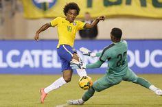William é o autor do gol da vitória do Brasil sobre o Equador.