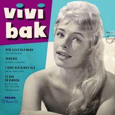 I dine blå øjnes blå. Vivi Bak synger det italienske bidrag fra 1958. Og det gør hun godt!