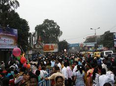 Multidão nas ruas de Kolkata, na Índia (Foto: Matheus Pinheiro de Oliveira e Silva)