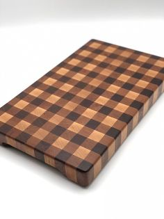 Walnut Cherry and Maple End Grain Cutting Board – Holz Best Cutting Board, End Grain Cutting Board, Wood Cutting Boards, Chopping Boards, Porcelain Kitchen Sink, Wooden Cheese Board, Cheese Boards, Wood Scraps, Small Wood Projects