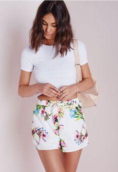 Short blanc fleuri à taille haute - Shorts - Missguided