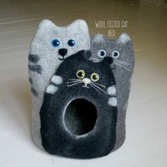 100 % mountain sheep wool and handmade felt cat cave. I made cat cave from soft…