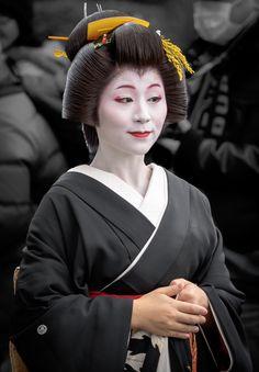 芸妓 geiko 佳つ智 katsutomo 祇園甲部 KYOTO JAPAN