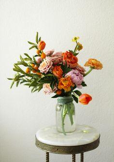 いつものガラスジャーを使った、背伸びしないお花のアレンジメント
