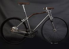 10 Amazing Vintage Bicycles - Vintage bikes are quite popular among art connoisseurs. Like everything retro, even these bikes are aesthetically appealing, innovative and obviously . Velo Vintage, Vintage Bicycles, Bmx, Pedal, Bike Style, Electric Bicycle, Electric Motor, Fixed Gear, Fixed Bike