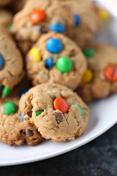These easy Monster Cookies are packed with peanut butter, oats, chocolate chips and M&M's so every bite is a flavour explosion! Love Chocolate, Chocolate Lovers, Chocolate Chips, Chocolate Recipes, Peanut Butter Cookie Recipe, Cookie Recipes, Easy Desserts, Delicious Desserts, Salted Or Unsalted Butter