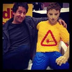 LEGO artist Nathan Sawaya poses with his Chris Hardwick creation [Photo by nathansawaya] #NYCC