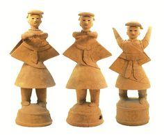 The Kofun period art, Haniwa terracotta clay figure. Osaka Japan.  A medium performing courtesy and three girls. The 500s.