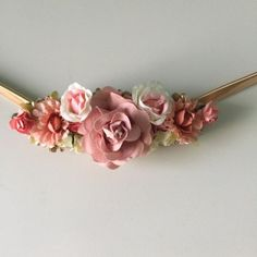 cinturones con plumas - Buscar con Google Bobby Pins, Hair Accessories, Baby Shower, Crown, Beauty, Jewelry, Google, Templates, Belts
