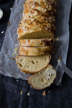 Allerheiligenstriezel mit Topfen (ohne Hefe) Banana Bread, Desserts, Food, Bread Baking, Breads, Cooking, All Saints Day, Dessert Ideas, Food Food