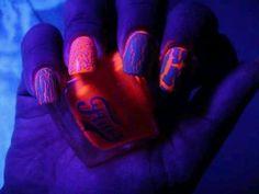 Glow in the dark neon crackle