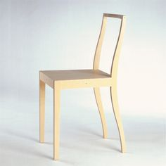 Plywood chair Jasper Morrison  Design: 1988  Production: 1989 to the present  Manufacturer: Vitra AG, Basel  Size: 84.5 x 39.5 x 47; seat height 47.5 cms  Material: plywood, birch veneer