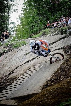 Wow, that is the 2008 World Cup #downhill track in Bromont. That isn't going to turn out well! Downhill Bike, Mtb Bike, Cycling Bikes, Bike Trails, Trail Riding, Extreme Sports, Lol, Bike Life, Cool Bikes