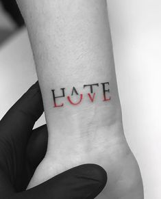 If you walk into a tattoo studio, you can easily see that there are virtually no limits to tattoo designs. and, as the work of a tattoo artist is much more than si Tattoo Style, Tattoo Trend, Diy Tattoo, Amor Tattoo, Tattoo Art, Arm Tattoo Ideas, How To Tattoo, Hana Tattoo, Couple Tattoo Ideas