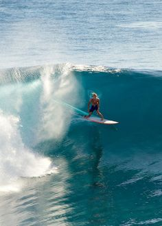 Barbados Surfing conditions are ideal for any level of surfer. Barbados is almost guaranteed to have surf somewhere on any given day of the year. Kitesurfing, No Wave, Big Waves, Ocean Waves, Surf Mode, Wind Surf, E Skate, Sup Yoga, Summer Surf