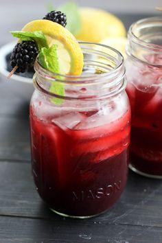 Blackberry Bourbon Lemonade | bakeyourday.net
