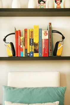 Looking for a quick and unique DIY home decor accessory project you could tackle easily in a weekend afternoon? This cute bookend idea is perfect for music-loving folks who are looking for something to spice up their bookcases, bookshelves and tabletops!
