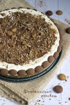 Pepernotentaart - Ik heb extra verkruimelde kruidnootjes door het beslag gemixed en de chocolade bovenop weg gelaten.