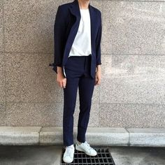 Dark blue slim fit casual suit Mens Suits Tips is part of Sneakers men fashion - Sneaker Outfits, Sneakers Outfit Men, Sneakers Fashion Outfits, Men's Sneakers, White Sneakers, Running Sneakers, Sneakers Style, White Shoes, Casual Sneakers