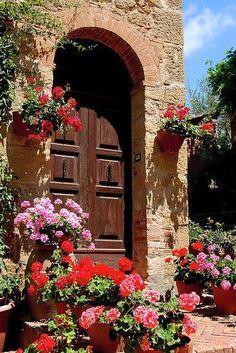MONTICCHIELLO - Italy Art & Architecture