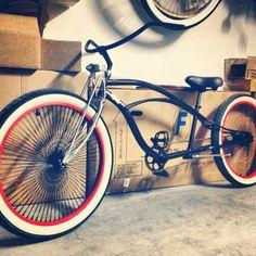 I can haz? Beach Cruiser Bikes, Cruiser Bicycle, Beach Cruisers, Paint Bike, Bicycle Painting, Cool Bikes, Rat Bikes, Lowrider, Easy Rider