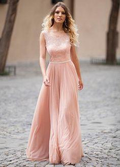 El rosa cuarzo es tu mejor elección para lucir un vestido este 2016.  #fashion…