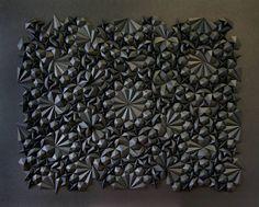 Le sculpteur de papier Matthew Shlian expose en ce moment TELEMETRY en Floride. Pour cette expo l'artiste a collaboré avec des scientifiques de l'université du Michigan, certains de leurs résultats mathématiques ont été représentés et modélisés par Matthew Shlian à travers ses sculptures délicates.  L'artiste se définit comme un explorateur et un inventeur, cette collaboration inédite a ouvert de nouveaux espaces et univers de création, que Matthew Shlian va s'efforcer de développer dans...