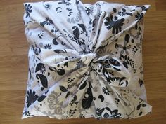 """With this """"No Sew"""" pillow idea you can change your pillows as often as you want.  All you need is fabric and to read these simple intructions."""