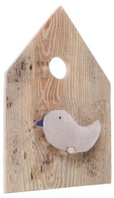 """""""Ptasi domek"""" to  ozdoba dziecięcego  (i nie tylko) pokoju  do powieszenia na  ścianie.    Sympatyczny wróbelek  będzie zerkał ze  ściany. Oby nie  odleciał!    Produkt w 100%  ekologiczny: drewno,  len, wypełnienie z  certyfikatem  ekologiczny  Oeko-Tex® Standard  100    UWAGA! Każdy ..."""