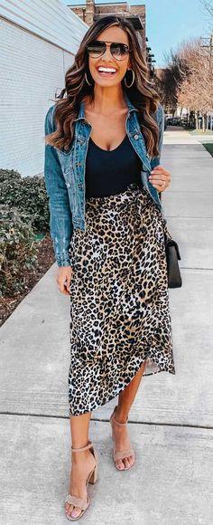 leopard skirt and blue jacketGlamorous outfit with leopard skirt and blue jacket Leopard Skirt + Classic Denim Jacket Glamouröse Outfits, Skirt Outfits, Spring Outfits, Fashion Outfits, Womens Fashion, Holiday Outfits, Jackets Fashion, Spring Shoes, Spring Dresses
