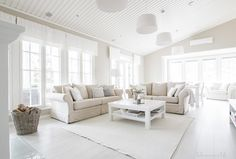 Olohuone, Kannustalo, aurora, Annival Interior Living Room Goals, Living Room White, Home Living Room, Living Room Inspiration, Home Decor Inspiration, Bright Homes, Piece A Vivre, Cool Rooms, Modern Interior Design
