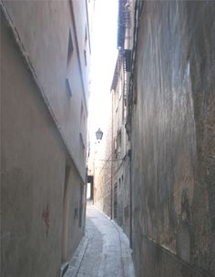 Narrow streets in Toledo, Spain Toledo Madrid, Toledo Spain, Spain Travel, Us Travel, Seize The Days, Street Lamp, Spain And Portugal, Another World, Making Memories