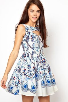 I love The porcelain look and The Cut on this dress! Ould be great for a summerparty or slughals's formal summer evening out! | Dreams of a Pinner