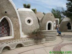 Casas de super adobe por el arquitecto iraní Nader Khalili.